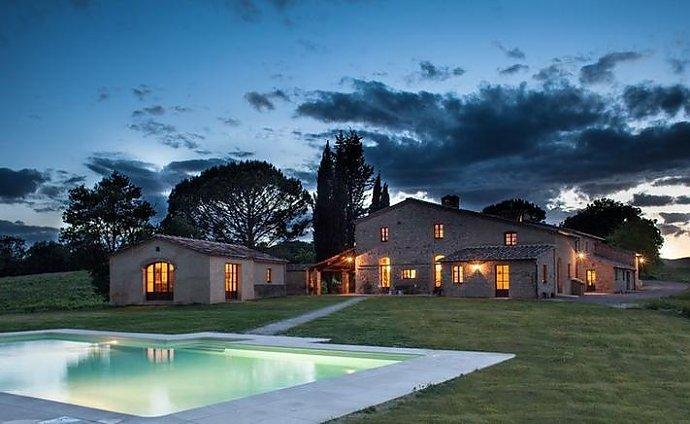 luxus ferienhaus toskana 20 personen buonconvento ferienhaus toskana. Black Bedroom Furniture Sets. Home Design Ideas