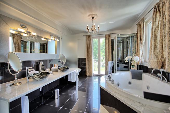 luxus ferienhaus toskana 8 personen camaiore ferienhaus toskana. Black Bedroom Furniture Sets. Home Design Ideas